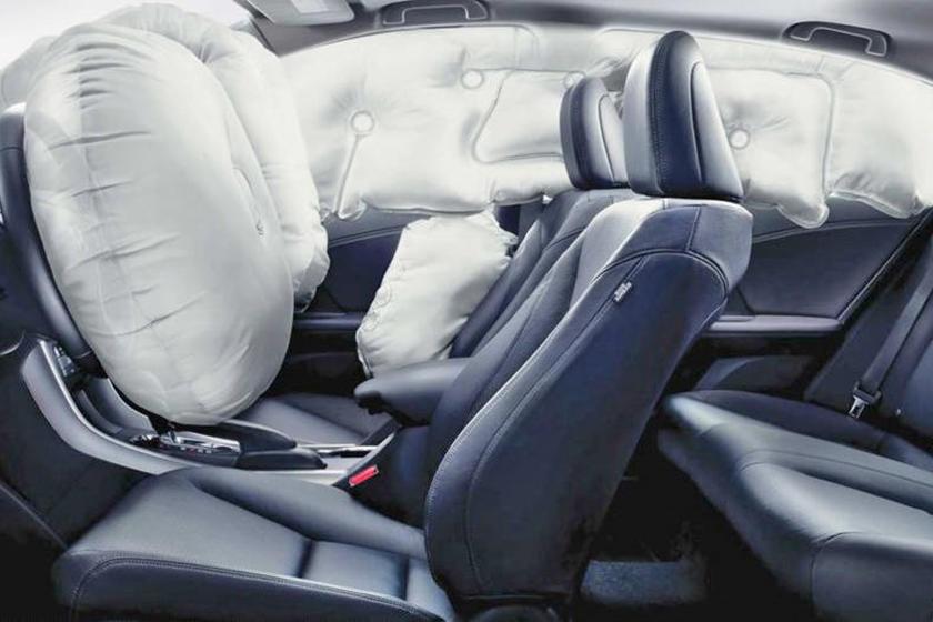 Hyundai sáng tạo thêm túi khí ở bệ trung tâm